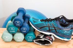 Fitness-Tipps-Anfänger-Hanteln-Laufschuhe-Ausrüstung