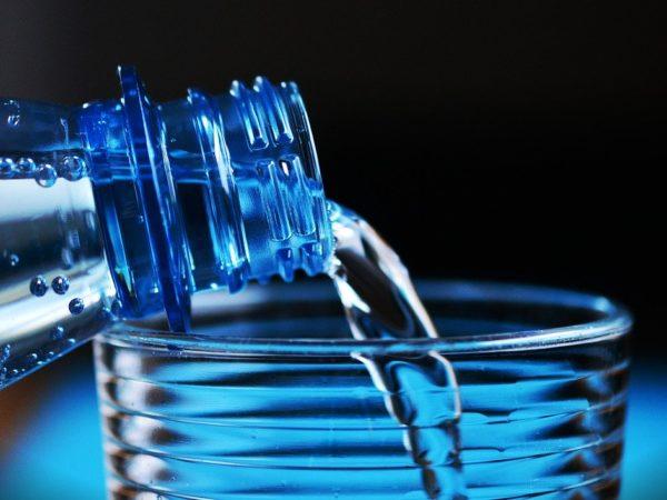 Wasser-trinken-Gesundheit-Immunsystem-min